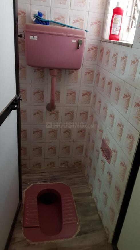 Common Bathroom Image of 600 Sq.ft 2 BHK Apartment for buy in Vashi for 9500000