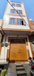 Gallery Cover Image of 1000 Sq.ft 6 BHK Independent House for buy in Kirari Suleman Nagar for 5500000