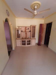Gallery Cover Image of 575 Sq.ft 1 BHK Apartment for rent in River Park Complex, Dahisar East for 20000