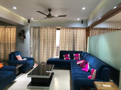 Gallery Cover Image of 2800 Sq.ft 4 BHK Apartment for rent in Navrangpura for 100000