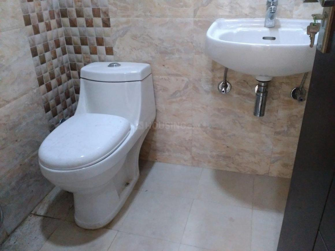 Common Bathroom Image of 550 Sq.ft 1 BHK Independent Floor for buy in Chhattarpur for 1500000
