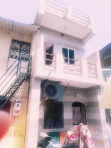 Gallery Cover Image of 900 Sq.ft 2 BHK Apartment for buy in The Makwana Aavishkar, Juhapura for 1350000