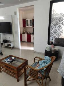 Gallery Cover Image of 1966 Sq.ft 3 BHK Apartment for buy in Dhakoli for 6500000