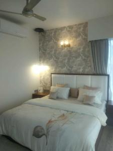 Gallery Cover Image of 1760 Sq.ft 2 BHK Apartment for buy in Phoenix One Bangalore West, Rajajinagar for 29200000