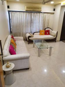 Gallery Cover Image of 1000 Sq.ft 2 BHK Apartment for buy in CMG Girnar Tower, Mazgaon for 32500000