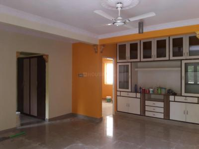 Gallery Cover Image of 800 Sq.ft 2 BHK Apartment for rent in Adugodi for 25000