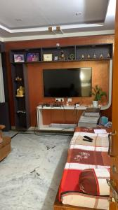 Gallery Cover Image of 1067 Sq.ft 2 BHK Apartment for buy in Sri Bharani Classic, Mansoorabad for 5400000