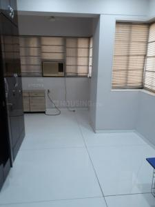 Gallery Cover Image of 670 Sq.ft 1 BHK Apartment for rent in Colaba for 70000