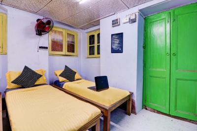Bedroom Image of Oyo Life Kol1482 Girish Park Metro (males Only) in Hedua