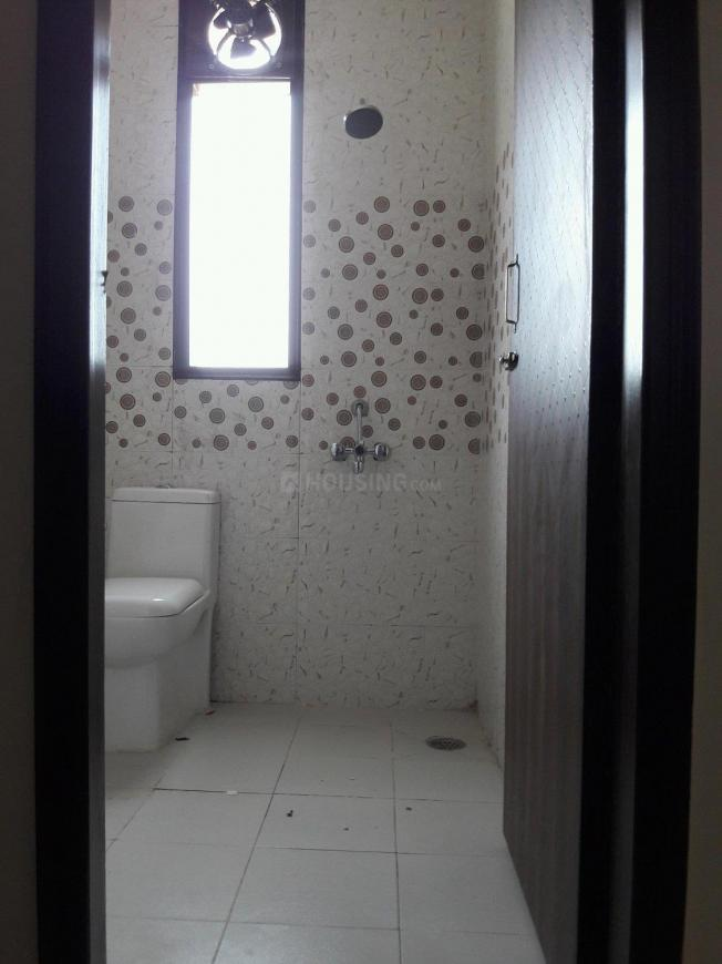 Common Bathroom Image of 300 Sq.ft 1 RK Apartment for rent in DLF Phase 3 for 15000