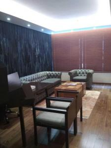 Gallery Cover Image of 2522 Sq.ft 3 BHK Apartment for rent in Hosakerehalli for 100000