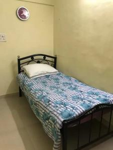Gallery Cover Image of 300 Sq.ft 1 RK Apartment for rent in Khar West for 30000