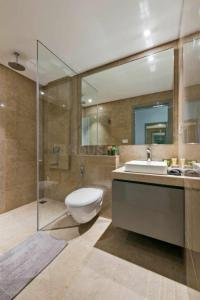 Gallery Cover Image of 2200 Sq.ft 3 BHK Apartment for buy in Khar West for 110000000