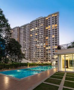 Gallery Cover Image of 2304 Sq.ft 4 BHK Apartment for buy in Goregaon East for 37500000