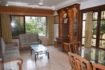 Gallery Cover Image of 580 Sq.ft 1 BHK Apartment for rent in Prabhadevi for 50000