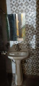 Bathroom Image of 500 Sq.ft 1 BHK Independent Floor for buy in Neb Sarai for 1800000