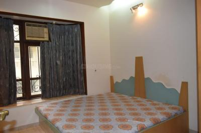 Gallery Cover Image of 750 Sq.ft 2 BHK Apartment for rent in Victoria Apartments, Bandra West for 85000
