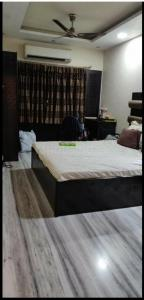Gallery Cover Image of 1000 Sq.ft 2 BHK Apartment for buy in Rehmat Tower, Santacruz East for 23500000
