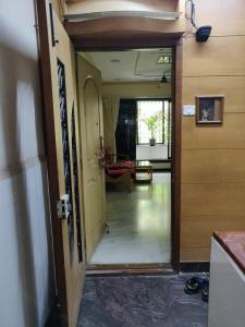 Gallery Cover Image of 1350 Sq.ft 3 BHK Apartment for buy in Andheri West for 28000000