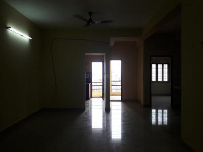 Gallery Cover Image of 900 Sq.ft 2 BHK Apartment for rent in Velachery for 15000