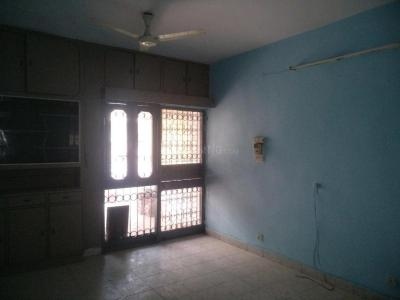 Gallery Cover Image of 1800 Sq.ft 3 BHK Apartment for rent in Mayur Vihar II for 35000