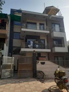 Gallery Cover Image of 2000 Sq.ft 3 BHK Independent Floor for rent in Uppal Southend, Sector 49 for 50000