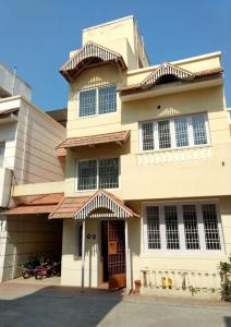 Gallery Cover Image of 1600 Sq.ft 3 BHK Independent House for buy in Neelankarai for 15000000