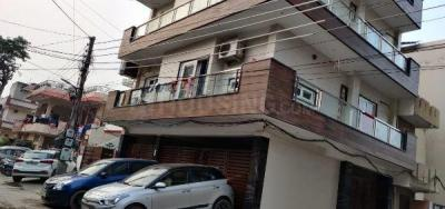 Gallery Cover Image of 900 Sq.ft 2 BHK Independent Floor for rent in Sector 11 for 18500