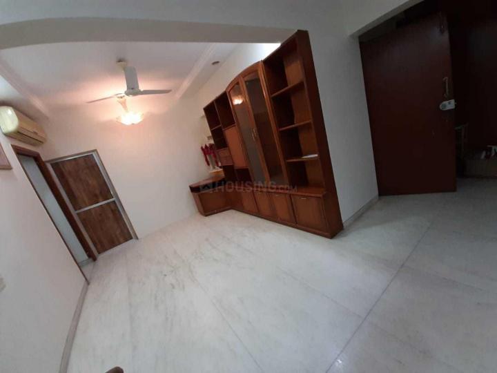 कुर्ला वेस्ट में सिंह रियल्टी के लिविंग रूम की तस्वीर
