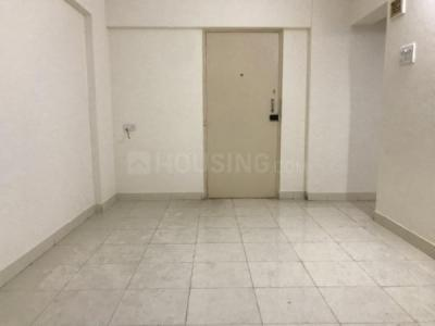 Gallery Cover Image of 920 Sq.ft 2 BHK Apartment for rent in Ruby Tower, Kandivali West for 25000