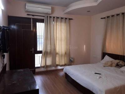 Gallery Cover Image of 2291 Sq.ft 3 BHK Apartment for rent in Sector 57 for 40000