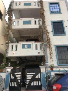 Gallery Cover Image of 650 Sq.ft 1 BHK Independent House for rent in Bandlaguda Jagir for 11000