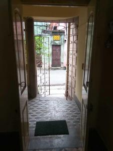 Gallery Cover Image of 650 Sq.ft 1 RK Independent Floor for rent in Gariahat for 9000