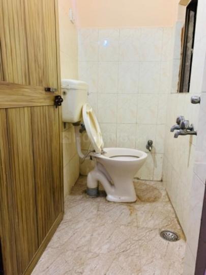 गोविंदपुरी में बत्रा पीजी में बाथरूम की तस्वीर