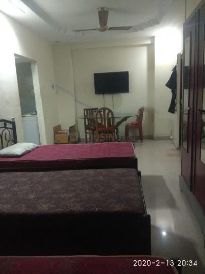 बानेर में रविंदर पीजी के बेडरूम की तस्वीर