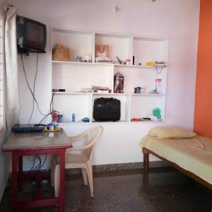 Gallery Cover Image of 300 Sq.ft 1 RK Independent Floor for rent in Jogupalya for 14000