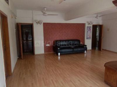 Gallery Cover Image of 2400 Sq.ft 4 BHK Apartment for rent in Bandra West for 250000