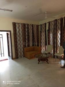 Gallery Cover Image of 800 Sq.ft 1 BHK Independent Floor for rent in Sushant Lok I for 25000