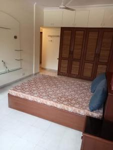 Gallery Cover Image of 670 Sq.ft 1 BHK Apartment for rent in Chanakya Lok Bharati, Andheri East for 27000