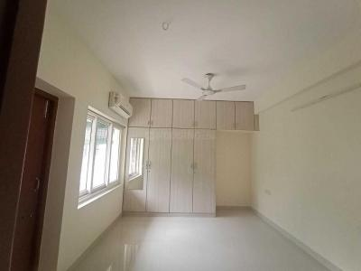 Gallery Cover Image of 1700 Sq.ft 3 BHK Apartment for rent in Velachery for 29000