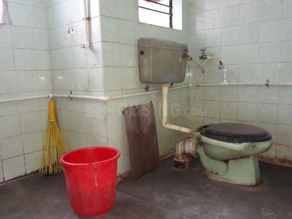 Common Bathroom Image of 650 Sq.ft 1 BHK Apartment for rent in Kothrud for 12500