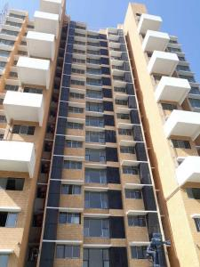 Gallery Cover Image of 950 Sq.ft 2 BHK Apartment for buy in Andheri West for 27500000