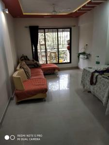 Gallery Cover Image of 1000 Sq.ft 3 BHK Apartment for rent in Vile Parle East for 80000