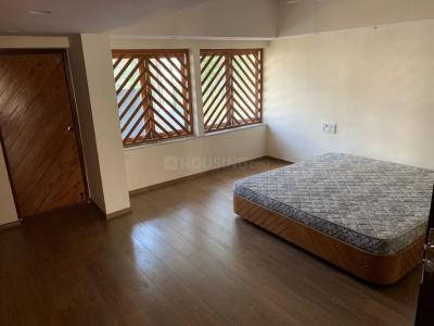 Gallery Cover Image of 2400 Sq.ft 4 BHK Apartment for rent in Juhu for 200000