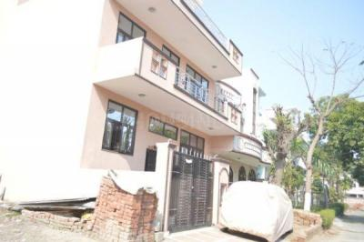 Gallery Cover Image of 877 Sq.ft 1 BHK Independent House for rent in Sector 10A for 10500