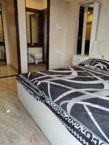Gallery Cover Image of 1150 Sq.ft 2 BHK Apartment for rent in Raheja Serenity, Kandivali East for 42000