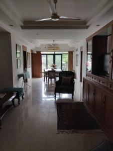 Gallery Cover Image of 1800 Sq.ft 3 BHK Apartment for rent in Ballygunge for 80000