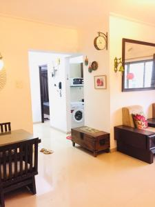 Gallery Cover Image of 1290 Sq.ft 3 BHK Apartment for rent in Sudarshan Sky Garden, Kasarvadavali, Thane West for 31500