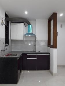 Gallery Cover Image of 550 Sq.ft 1 BHK Apartment for buy in UTS Homes, Shakti Khand for 2300000