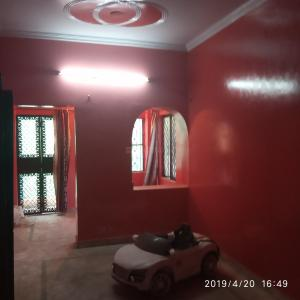 Gallery Cover Image of 650 Sq.ft 1 BHK Independent Floor for rent in Paschim Vihar for 10000